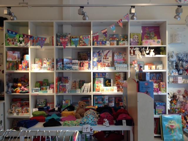 Leksaker och kläder för alla småbarn